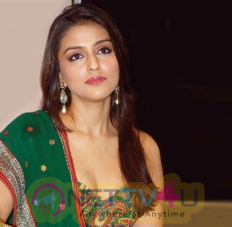 Actress Aarti Chabria Lovely Stills
