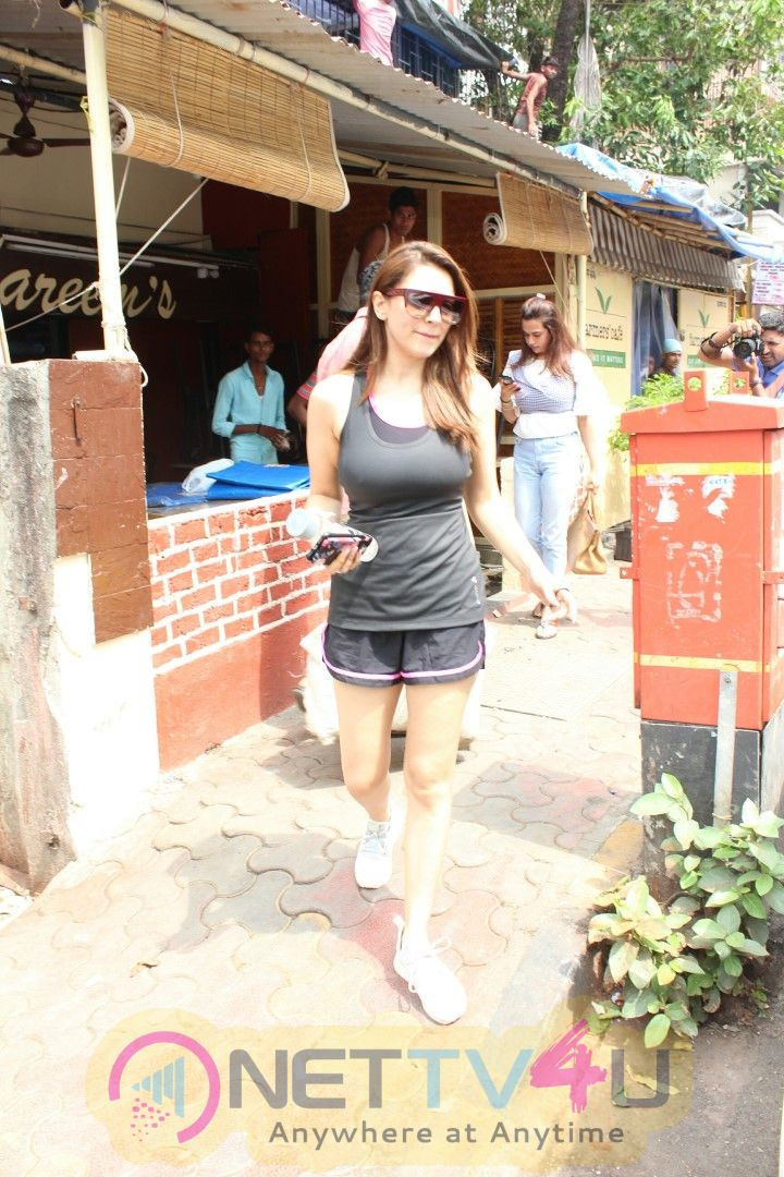 Actress Hansika Motwani Spotted At Bandra Pics