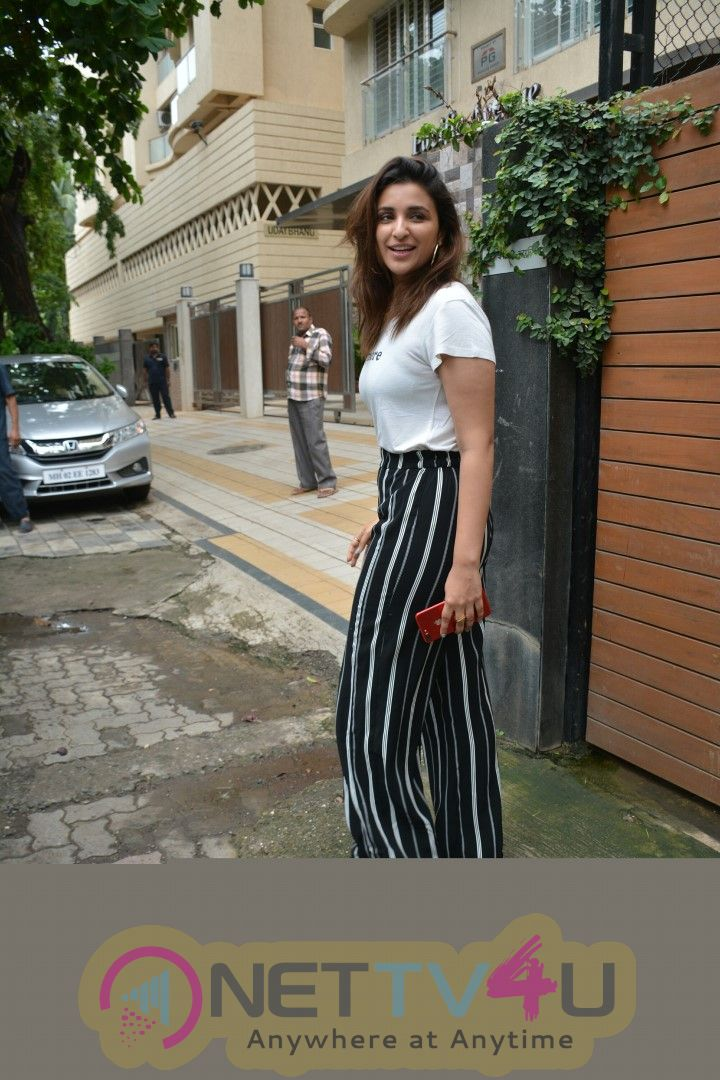 Parineeti Chopra Spotted At Bandra Cute Photos Hindi Gallery