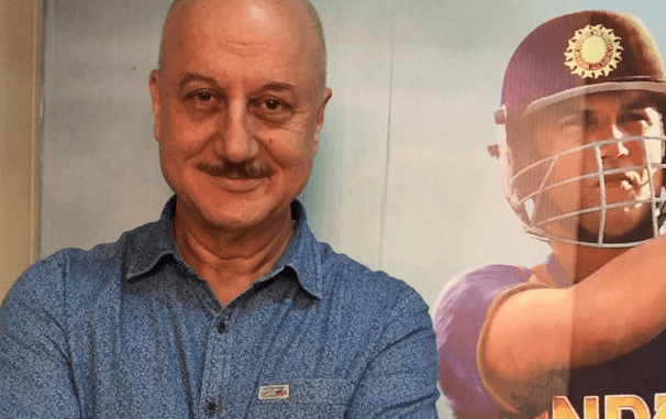 MS Dhoni Serves Dinner For Actor Anupam Kher