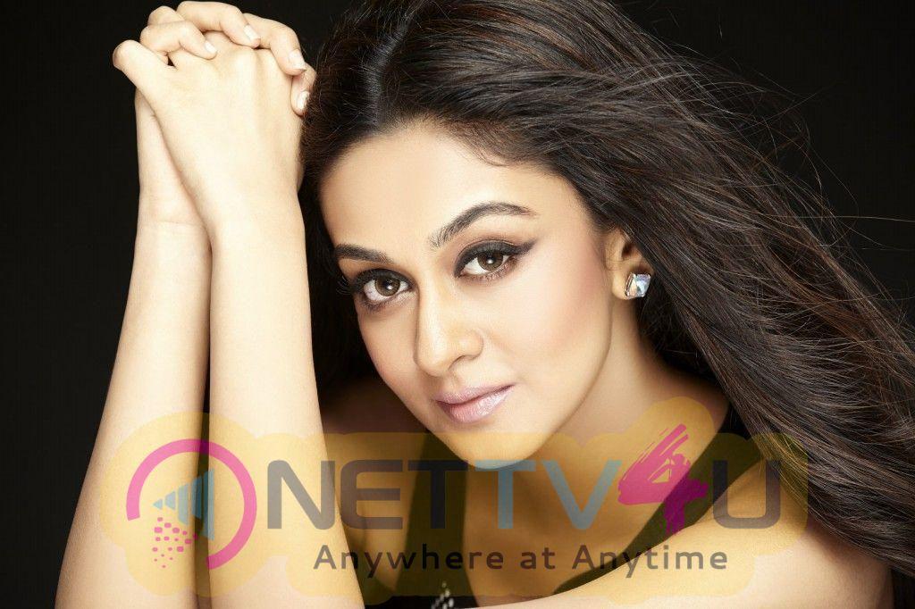 Actress Aishwarya Arjun Attractive Stills