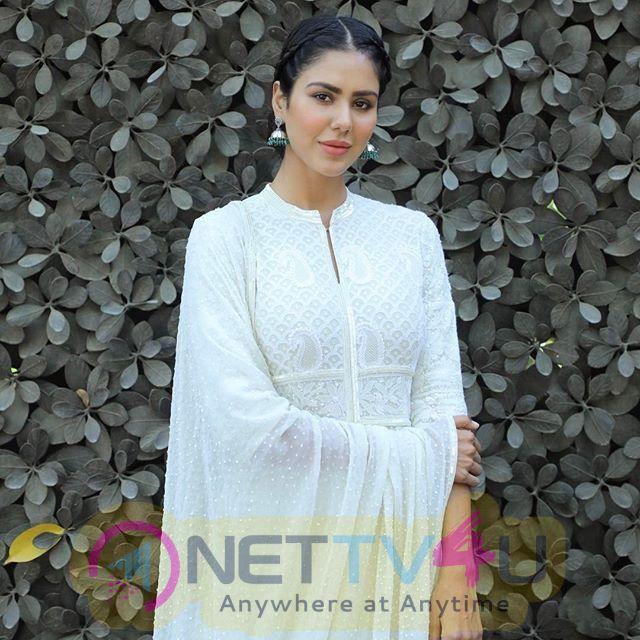 Actress Sonam Bajwa Lovely Pics Hindi Gallery