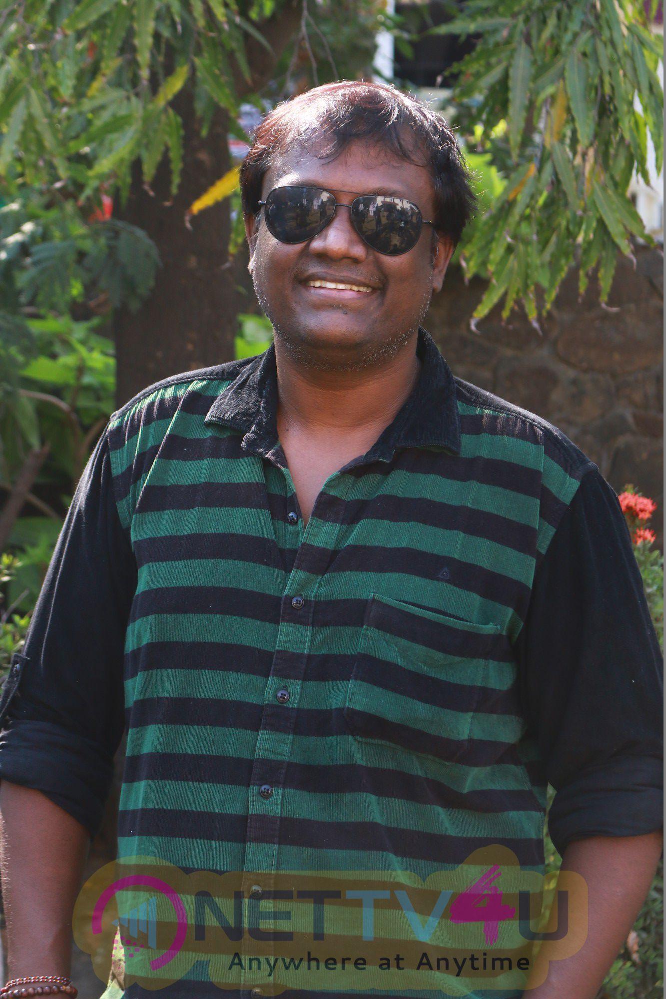 Vizhithiru Tamil Movie Press Meet Photos