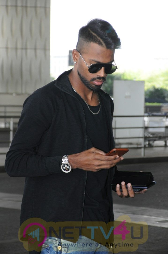 Hardik Pandya Spotted At Airport