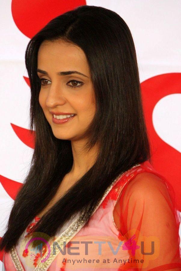 Actress Sanaya Irani Lovely Stills Hindi Gallery