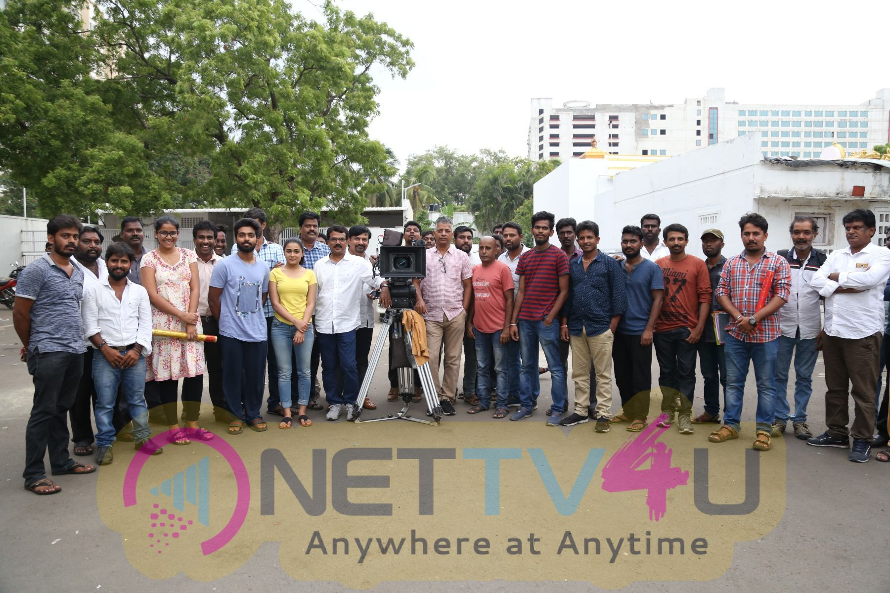 100 Percent Kaadhal Movie Shooting Completed Event Stills