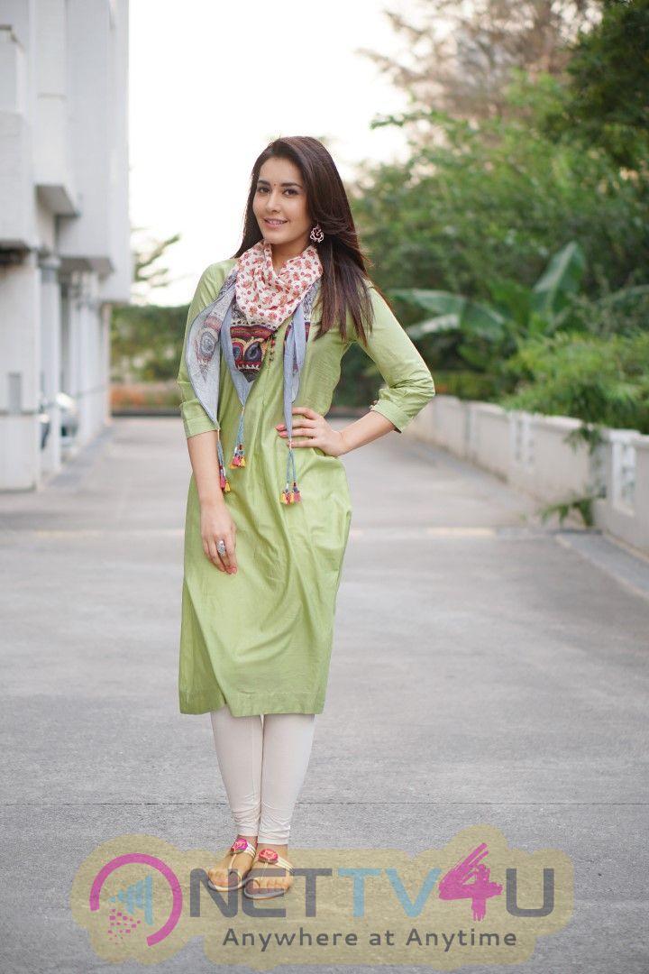 Actress Rashi Khanna Stylish Look Telugu Gallery