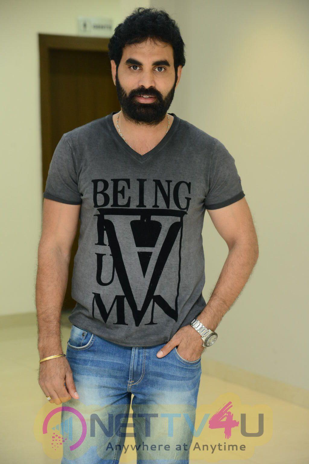 Next Nuvve Movie Celebrity Show Pics Telugu Gallery