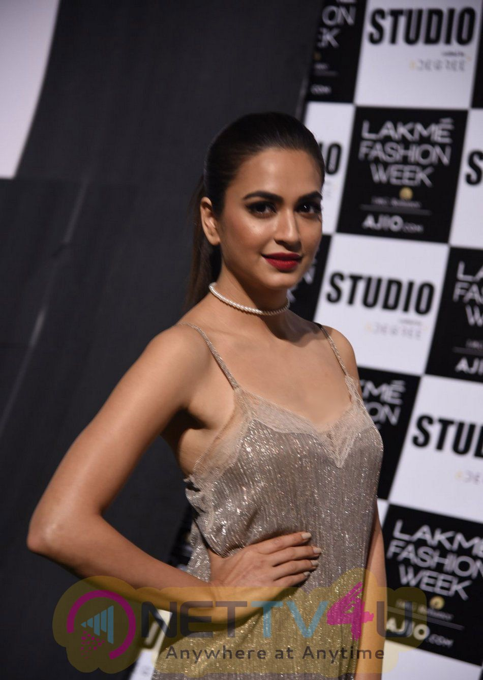 Actress Kriti Kharbanda At Lakme Fashion Week Photos Kannada Gallery
