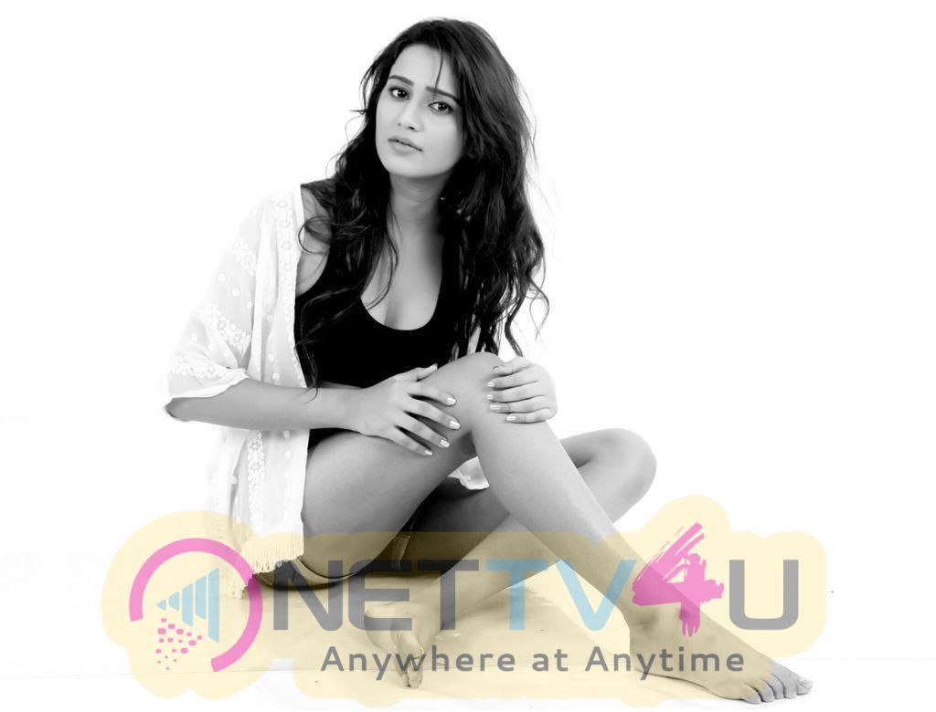 Model Simran Gupta Hot Photos