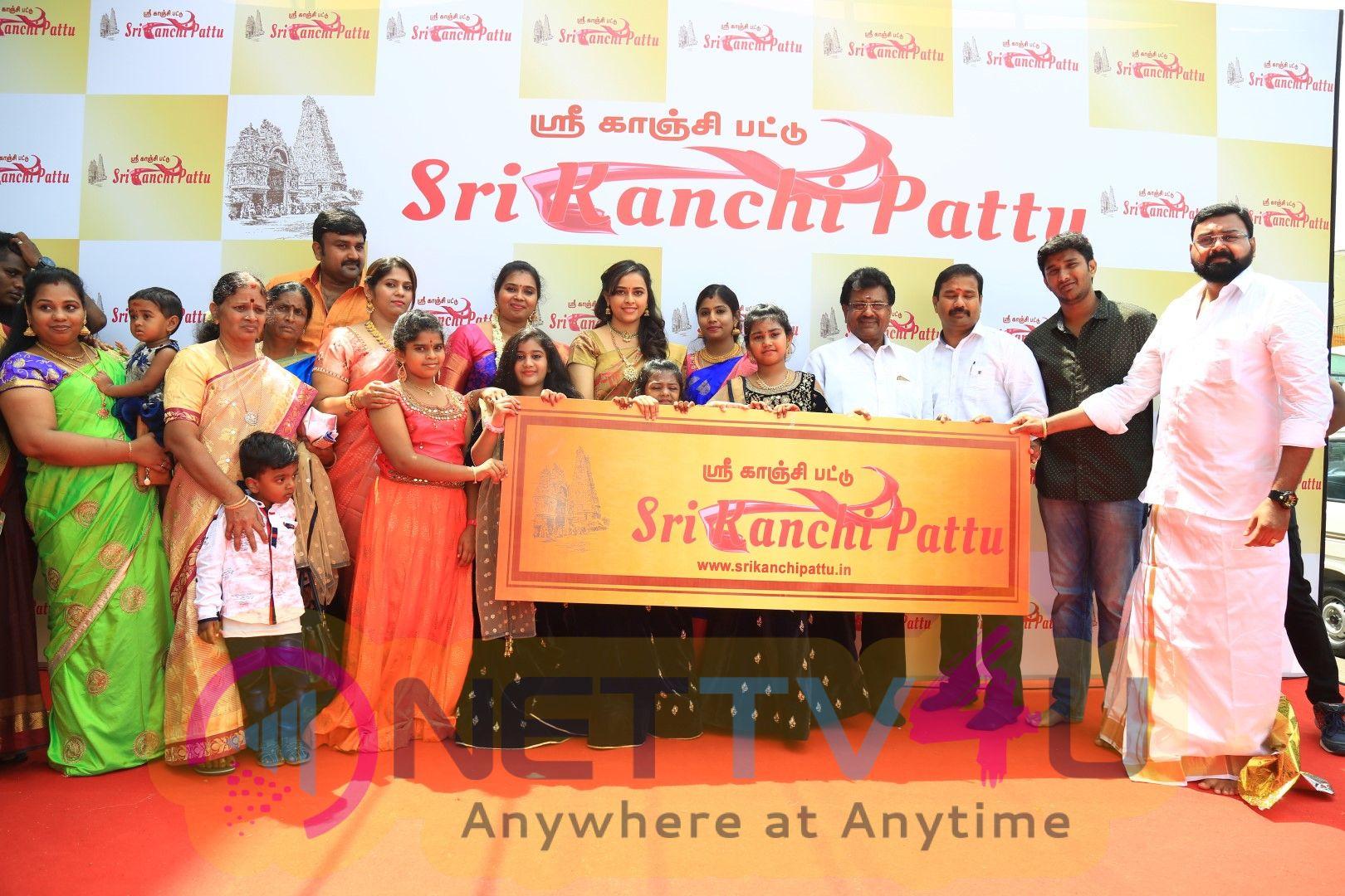 Actress Sri Divya Launches Sri Kanchi Pattu Showroom At Kanchipuram Pics Tamil Gallery