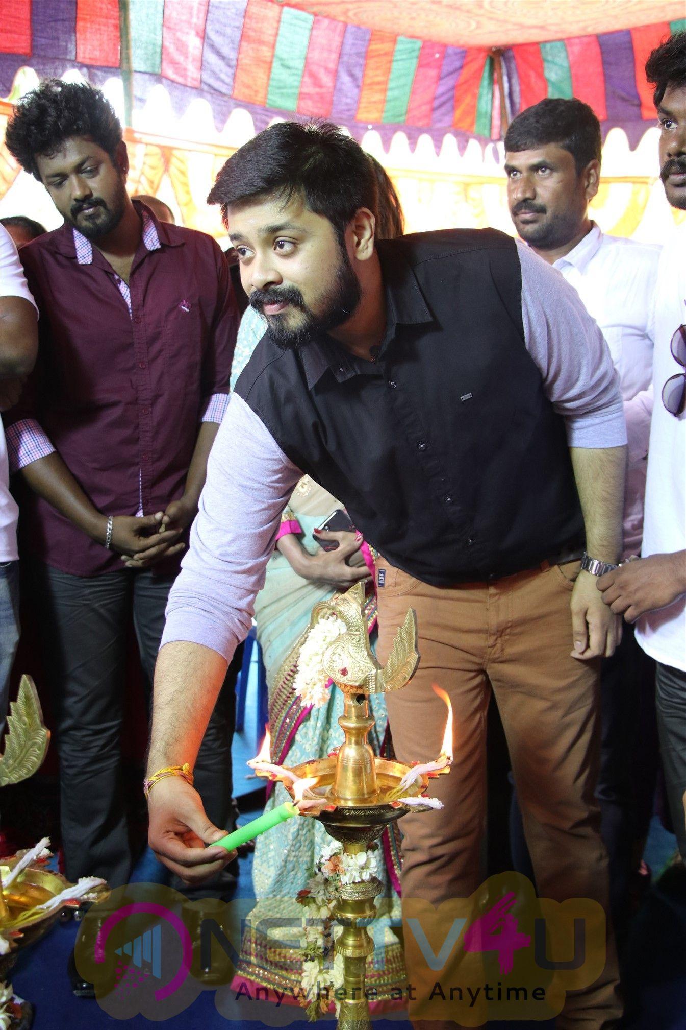 En Kadhali Sean Podura Movie Pooja Stills Tamil Gallery