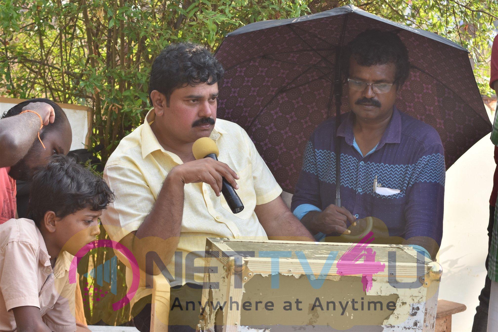 Kalavani Sirukki Movie Working Stills