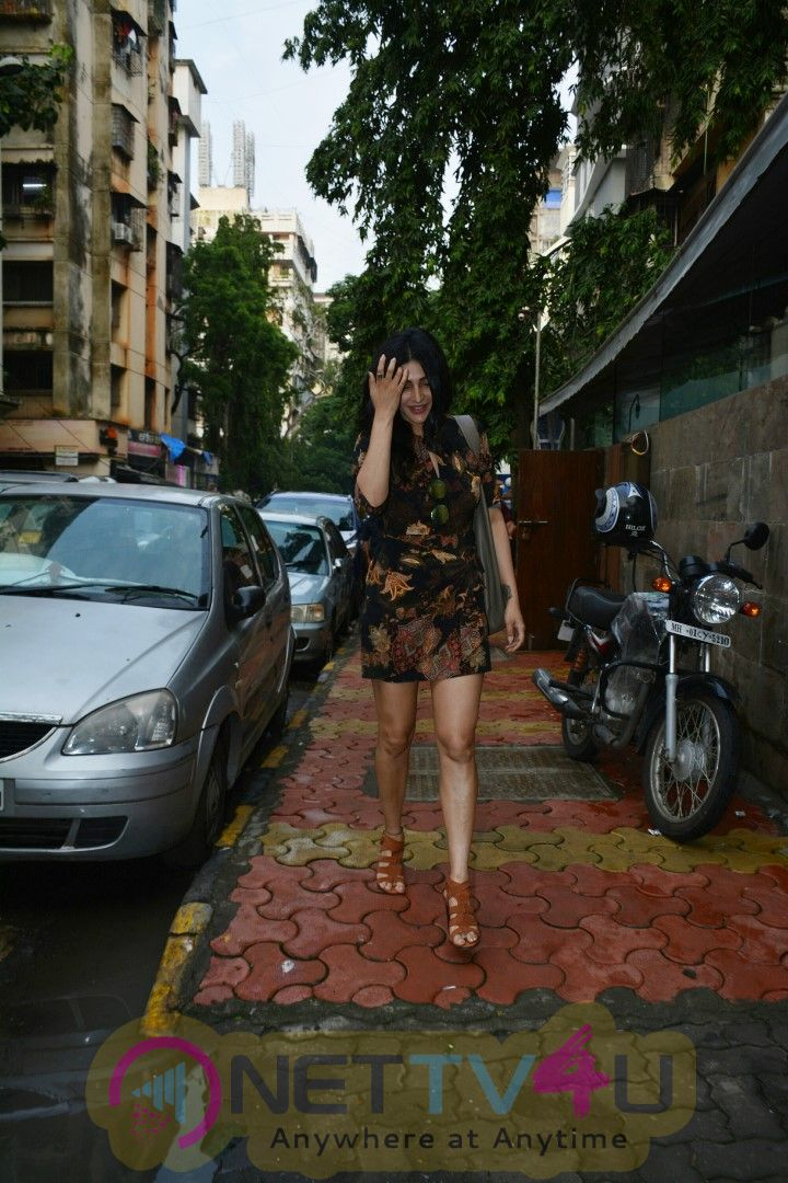 Actress Shruti Haasan Spotted At Bandra Stills