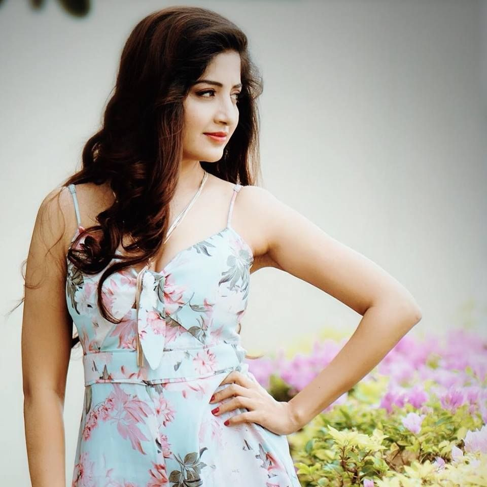 Actress Poonam Kaur Beautiful Stills Kannada Gallery