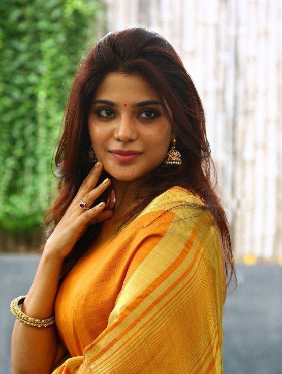 Aathmika Tamil Actress