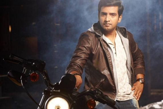 Santhanam's Kind Gesture Surprises His Friends!..