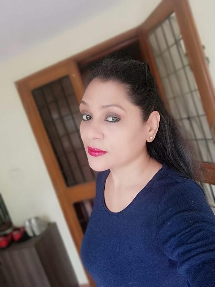 Actress Uma Riyaz Khan Cute Images Tamil Gallery