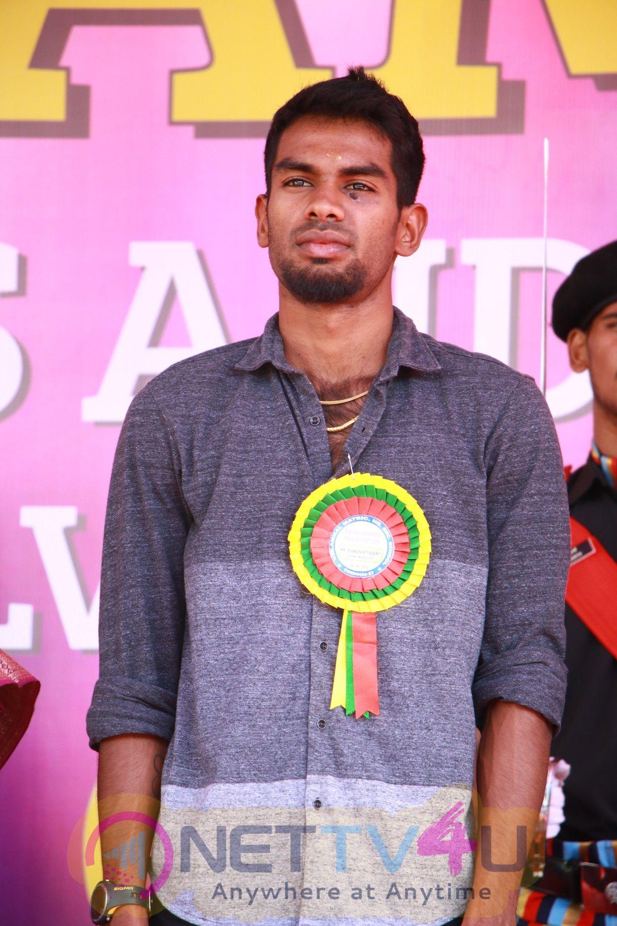 Govindan Lakshmanan Silver Medalists of Asian Games Felicitated to Vellammal Photos
