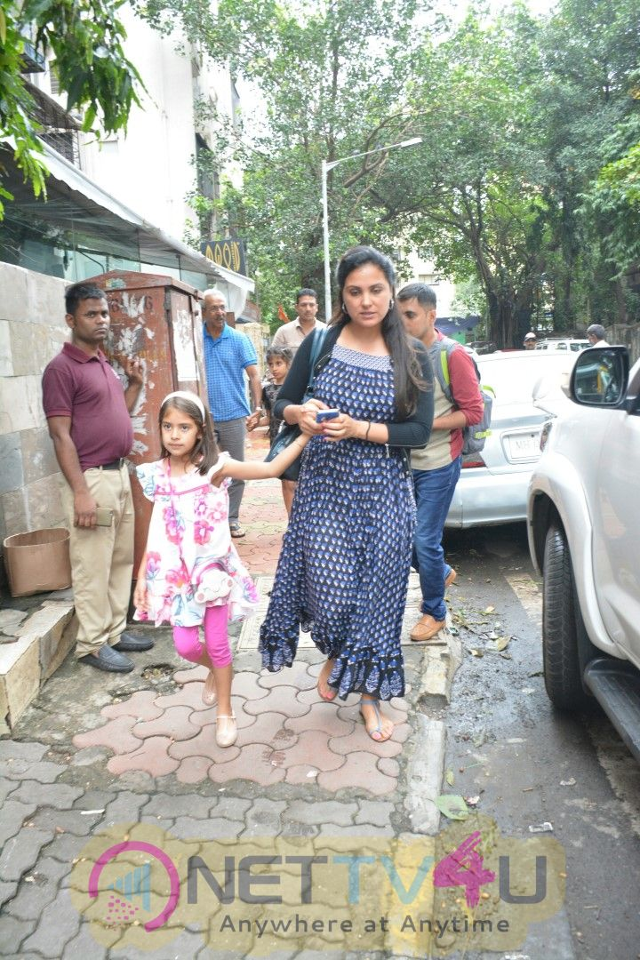 Lara Dutta Came To Bandra Photos