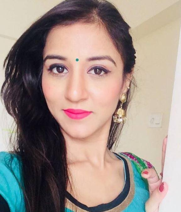 Meenakshi Dahiya Hindi Actress