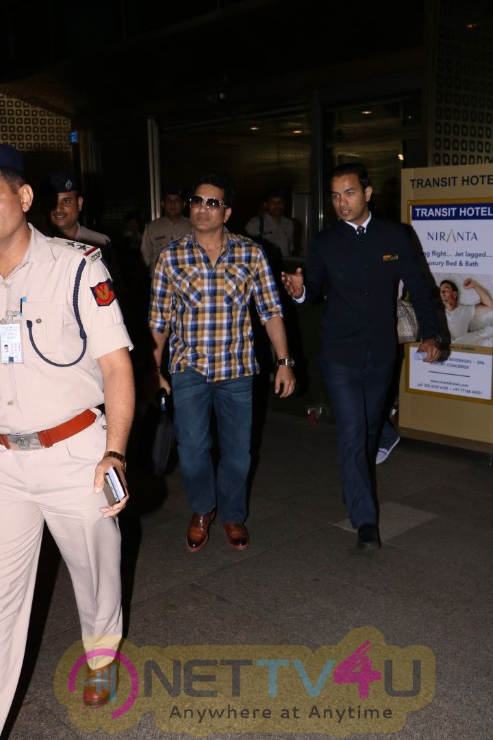 Sachin Tendulkar Spotted At The Airport Pics