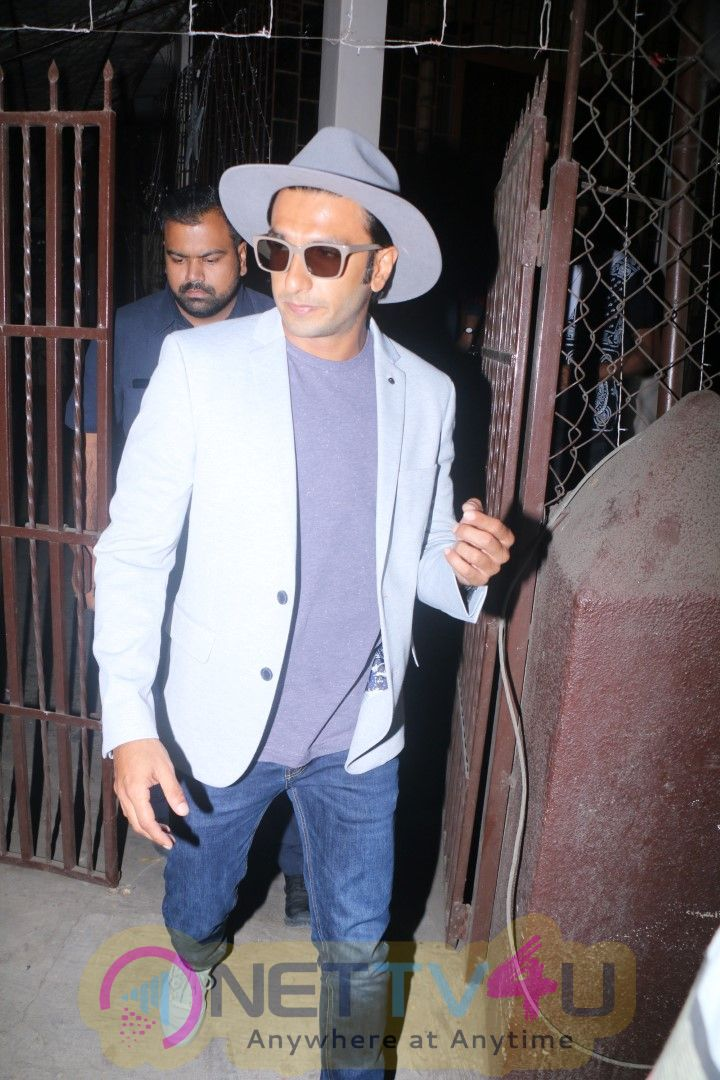Ranveer Singh Records For Gully Boy With Young Rappers At Purple Haze Studio In Bandra Pics Hindi Gallery