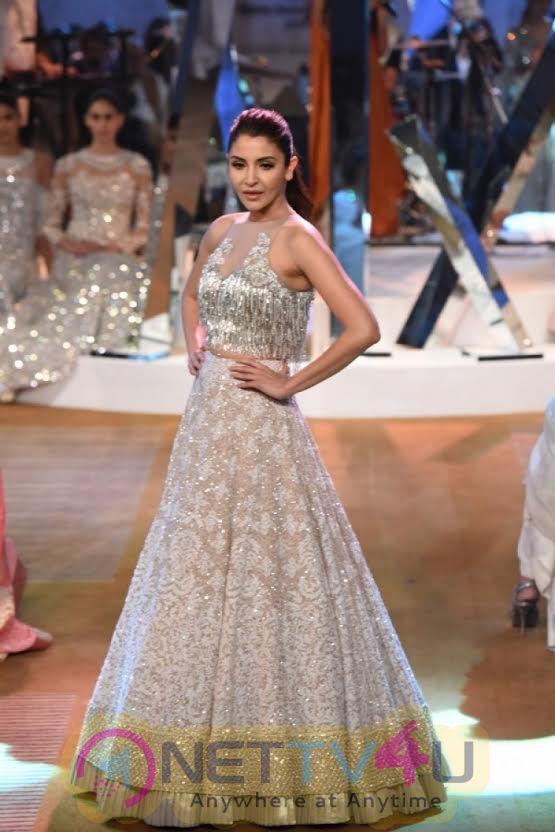 Anushka Sharma At Manish Malhotra Extravagant Fashion Show