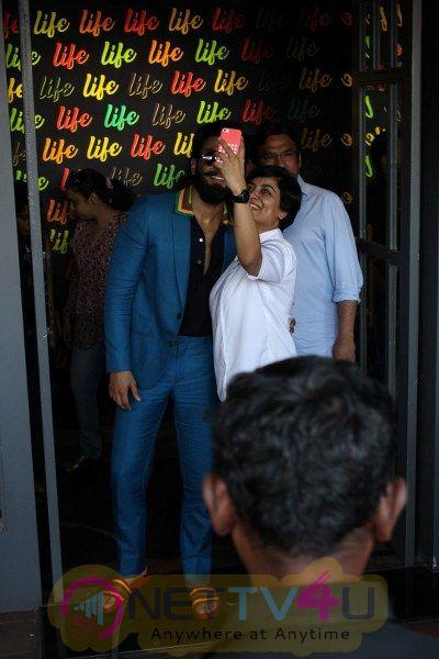 Ranveer Singh Spotted Life Bar Grand Pics Hindi Gallery