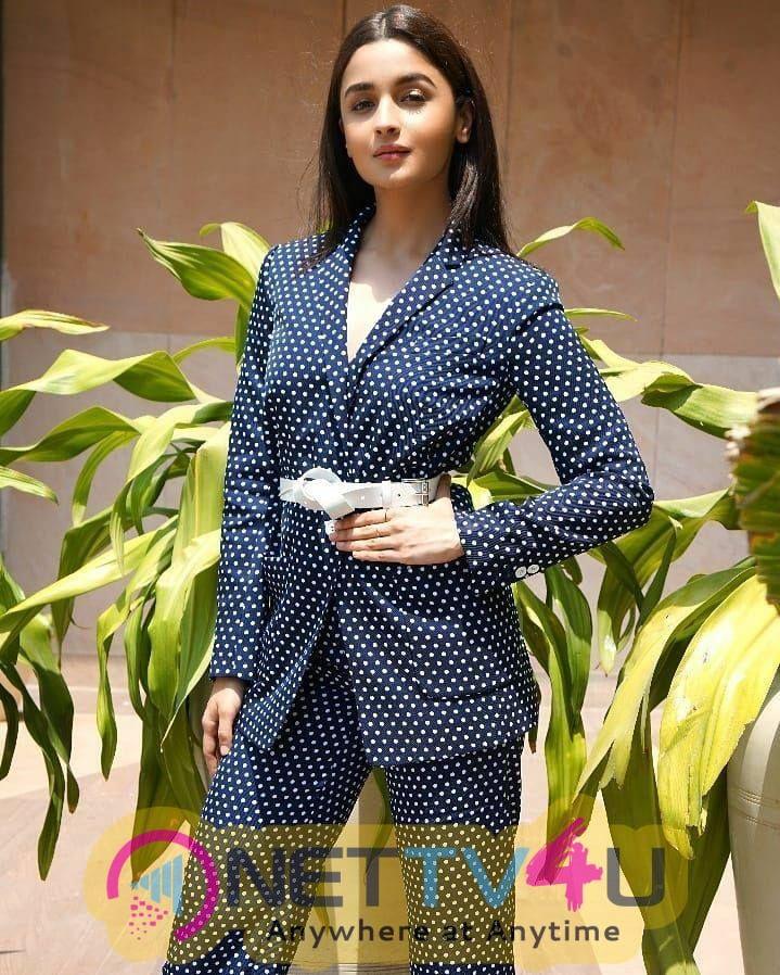 Actress Alia Bhatt Cute Pics Hindi Gallery