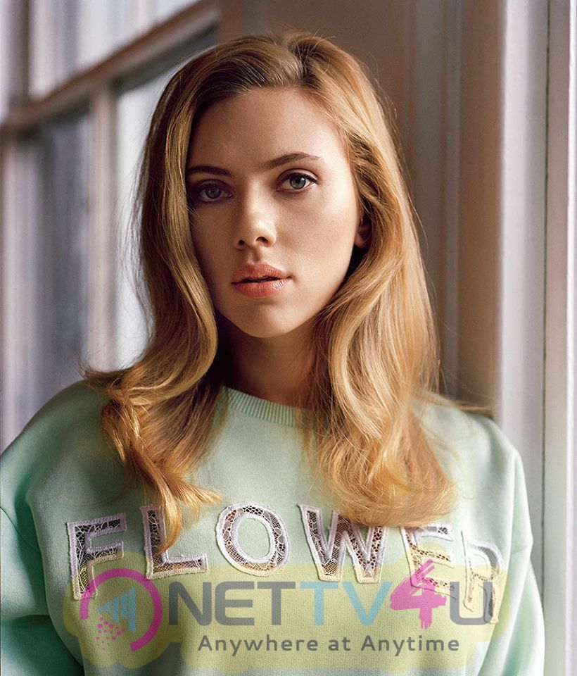 Actress Scarlett Johansson Enchanting Images English Gallery