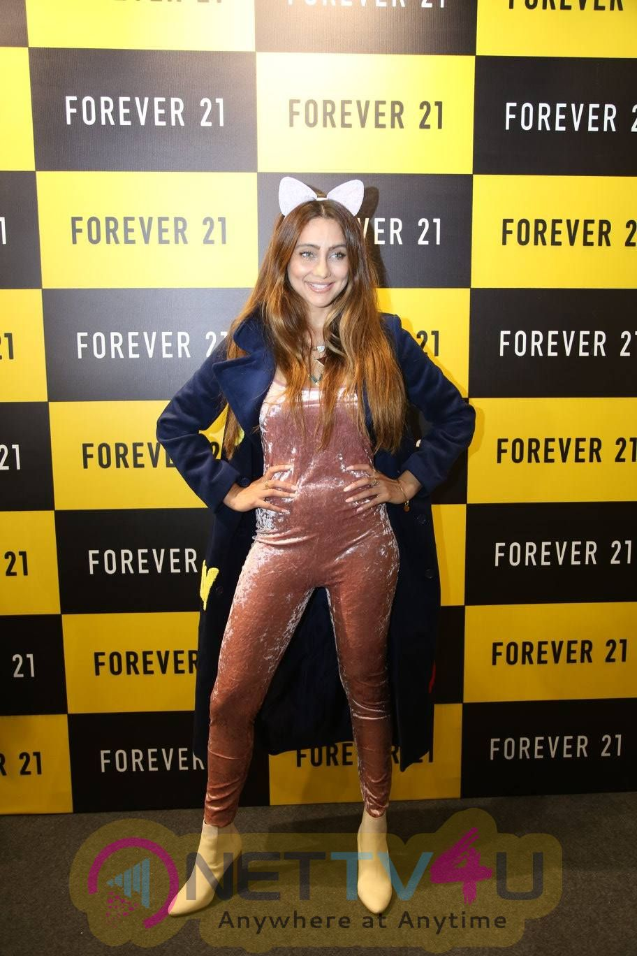 Karan Kundra And Anusha Dandekar Launched Forever 21st Store In Amritsar