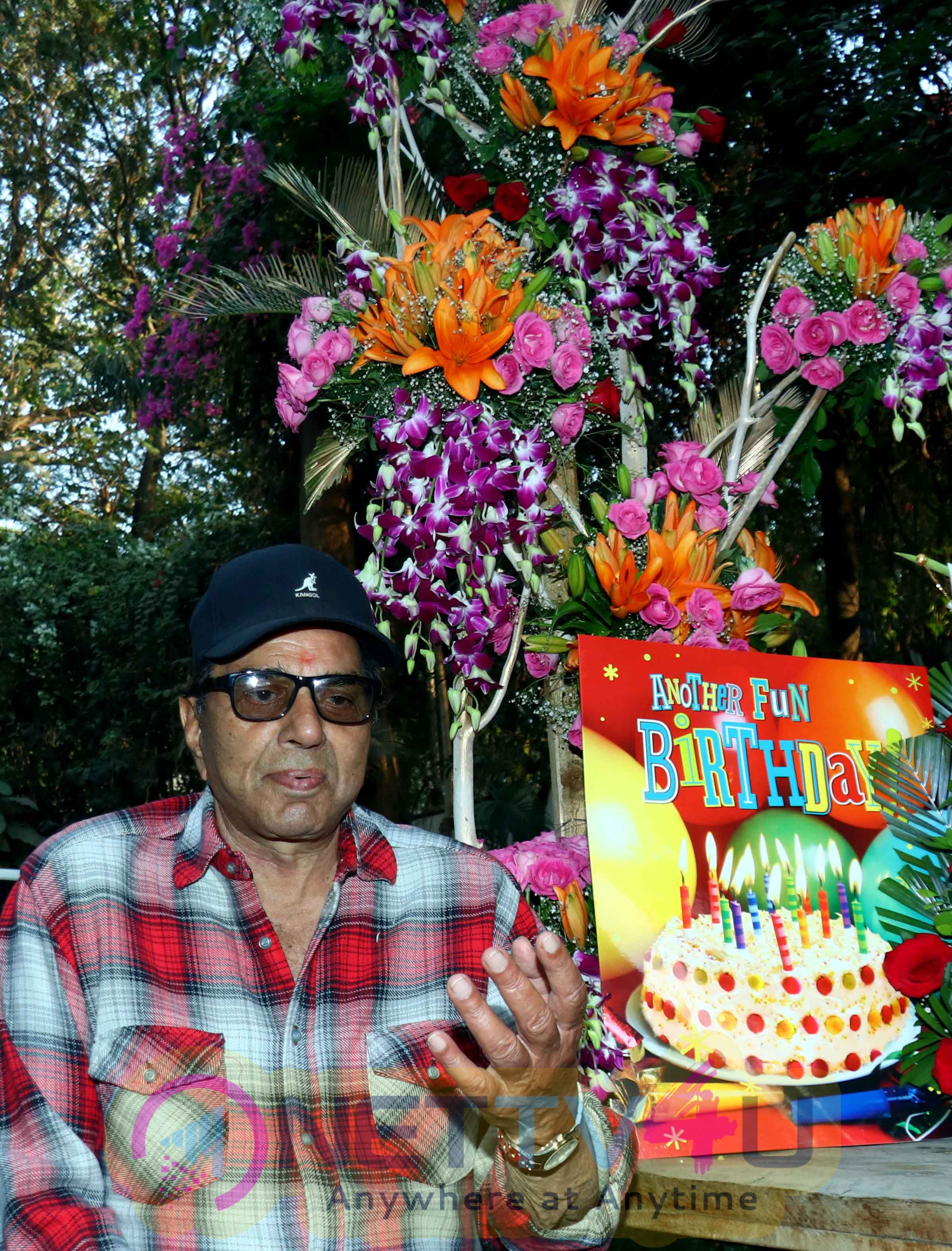 Veteran Actor Dharmendra Celebrated His 81st Birthday Celebrated Photos