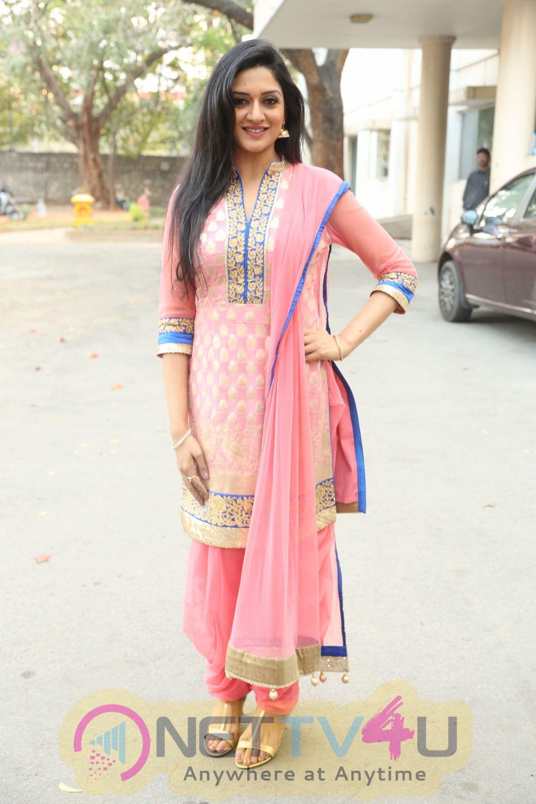 Favourite Actress Vimala Raman Prepossessing Photos