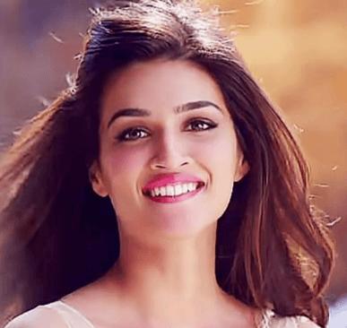 Kriti Sanon Makes An Attractive Appearance In IPL