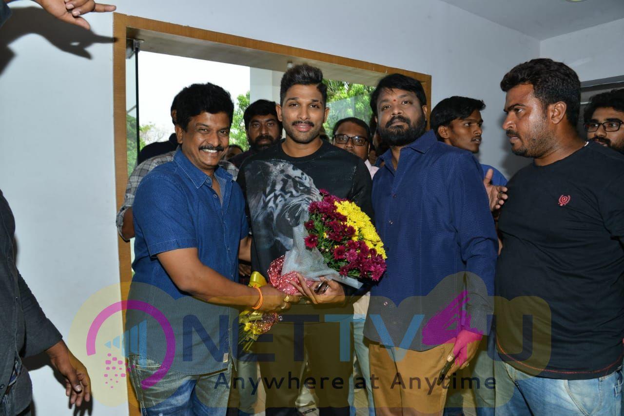 Actor Allu Arjun Birthday Celebrations From The Sets Of En Peyar Surya En Veedu Indhiya