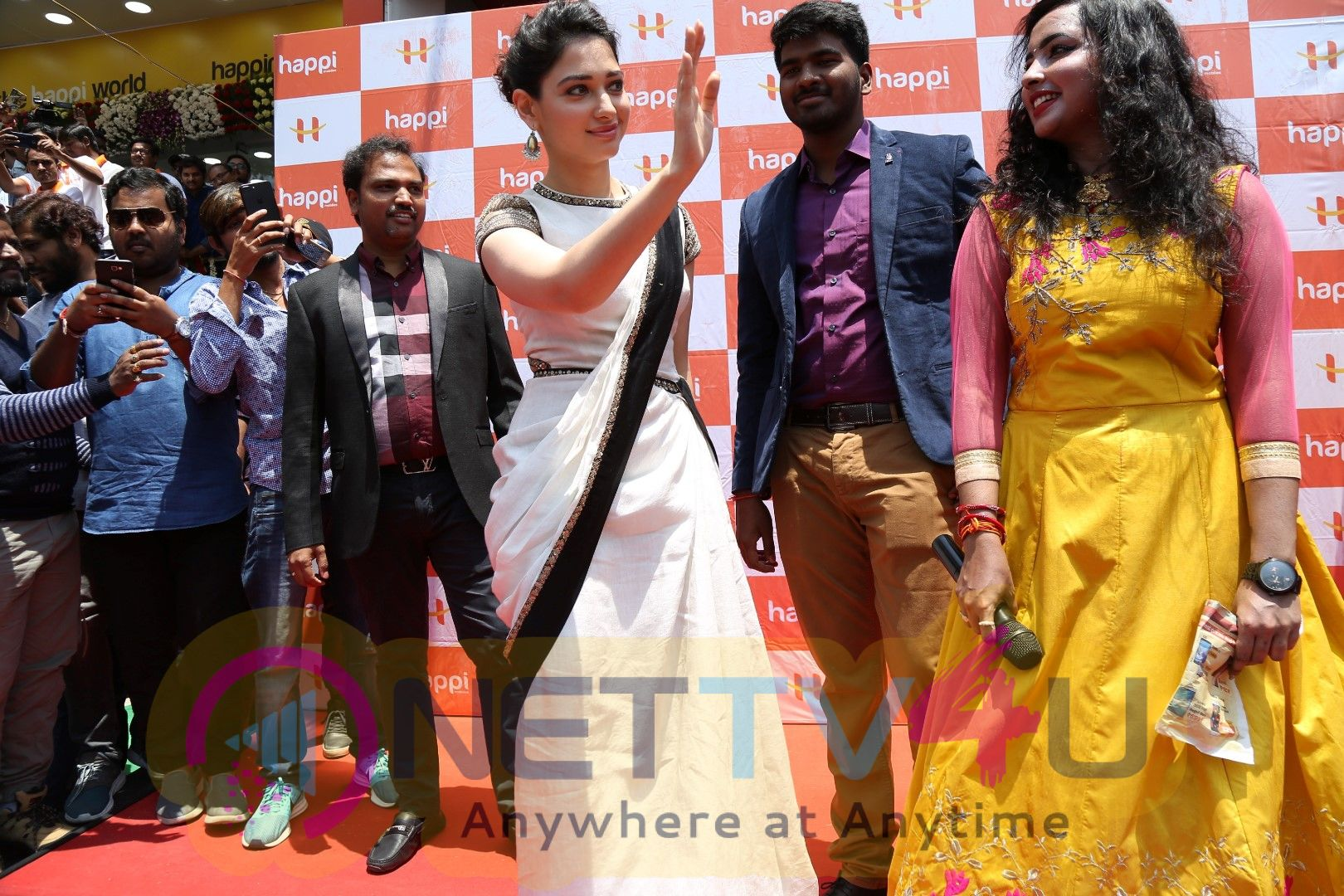 Happi Mobile Stores Launched By Tamannaah In Kurnool Pics