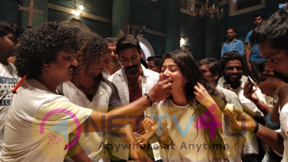 Sai Pallavi And Vinoth (Adithangi) Birthday Celebration Pics At Maari 2 Location Pics