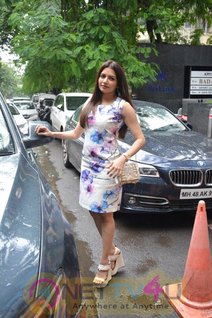 Bhagyashree Went To Hakkasan Restaurant Photos Hindi Gallery