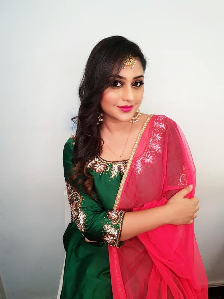 Actress Ramya Barna Beguiling Pics Kannada Gallery