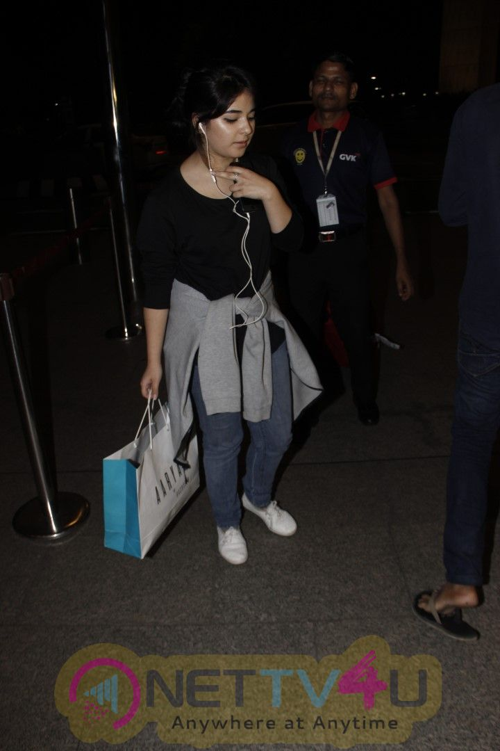 Actress Zaira Wasim Spotted At Airport Images Hindi Gallery
