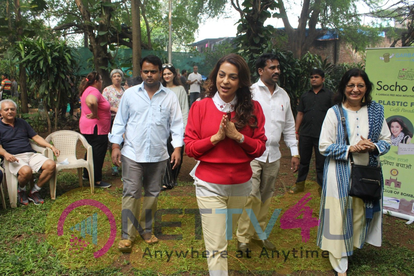 Juhi Chawla Support Plastic Free Cuffe Parade Campaign Images
