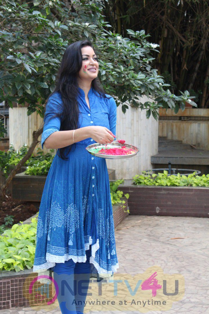 Exclusive Interview With Maryam Zakaria For Holi Celebration Dazzling Photo