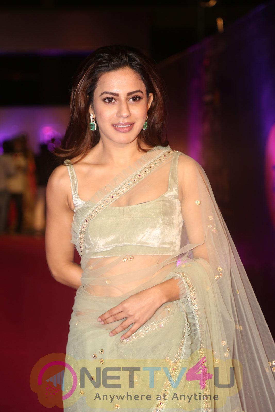 Actress Ranya Rao Romantic Pics