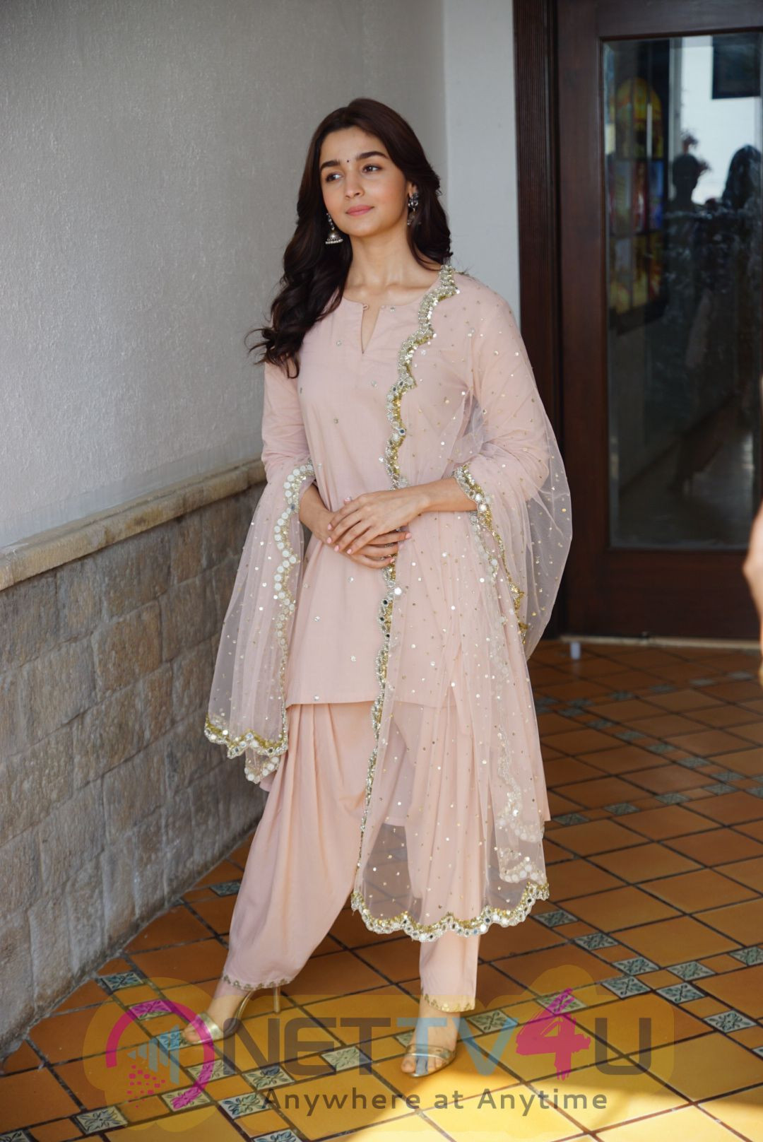 Special Show Of Raazi Vicky Kaushal & Alia Bhatt In Media Interactions At Sun N Sand