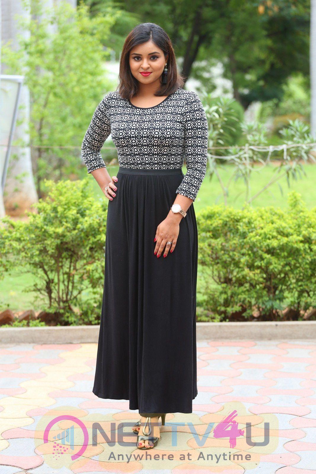 Actress Deepthi Sunaina Lovely Stills