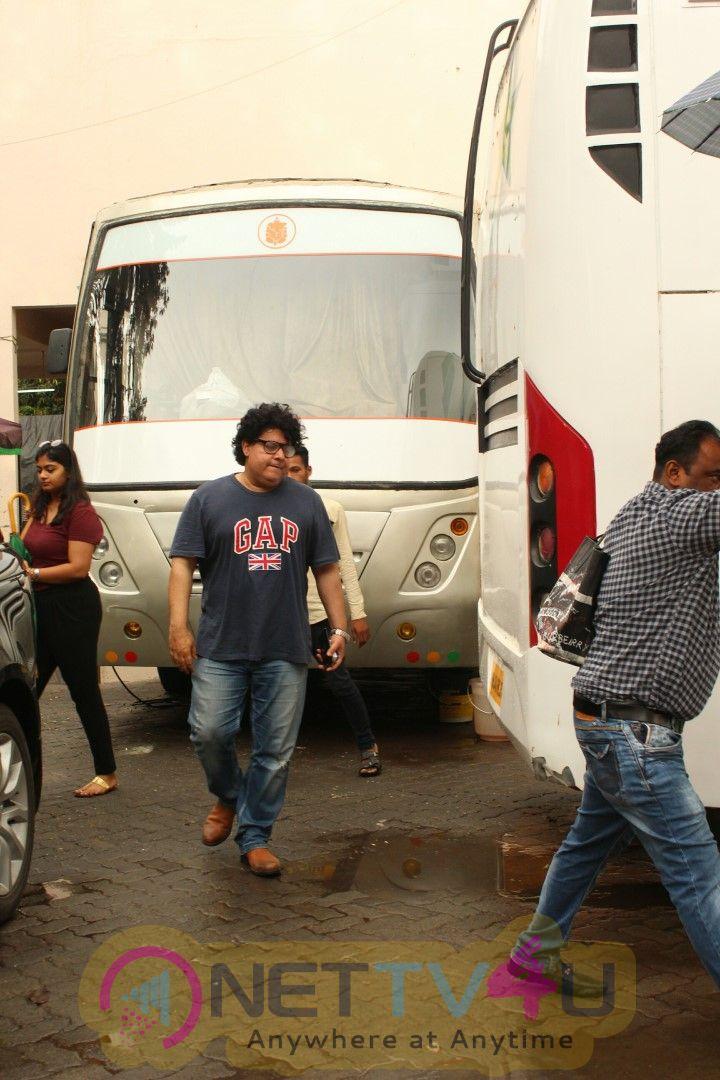 Pooja Hegde & Sajid Khan Came To Housefull 4 Movie Shooting Spot