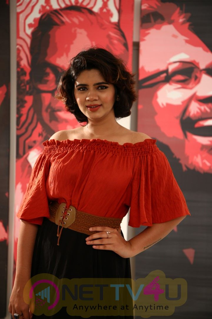 Actress Soundarya Gowda Exclusive Interview Stills Tamil Gallery