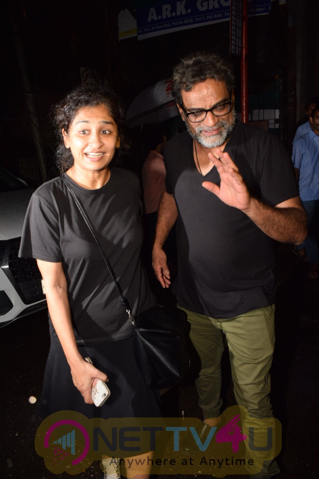Akshay Kumar & Twinkle Khanna Spotted At Pali Bhavan Bandra Photos
