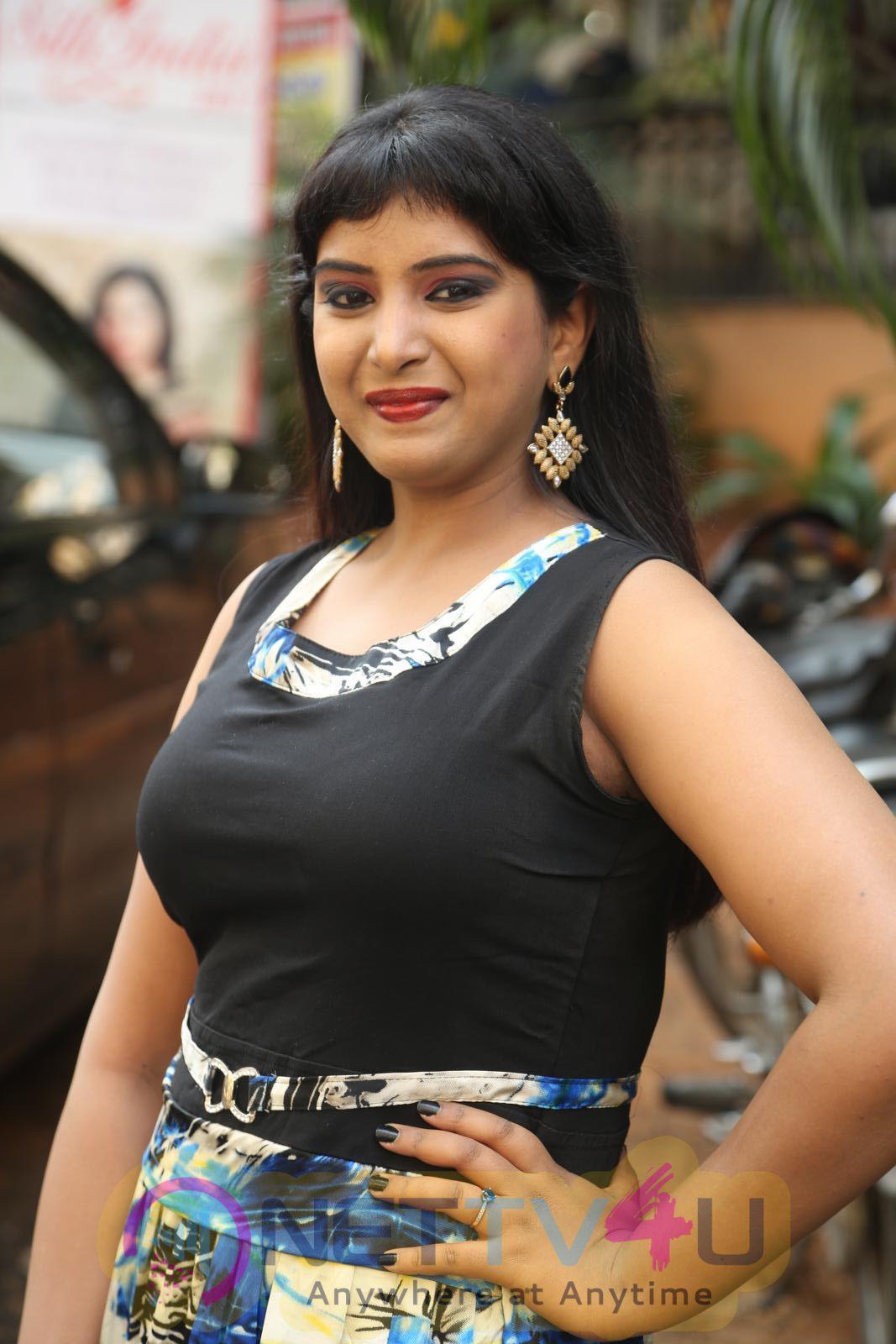 Actress Poorni Inaugurates Silk India Expo Stills Telugu Gallery